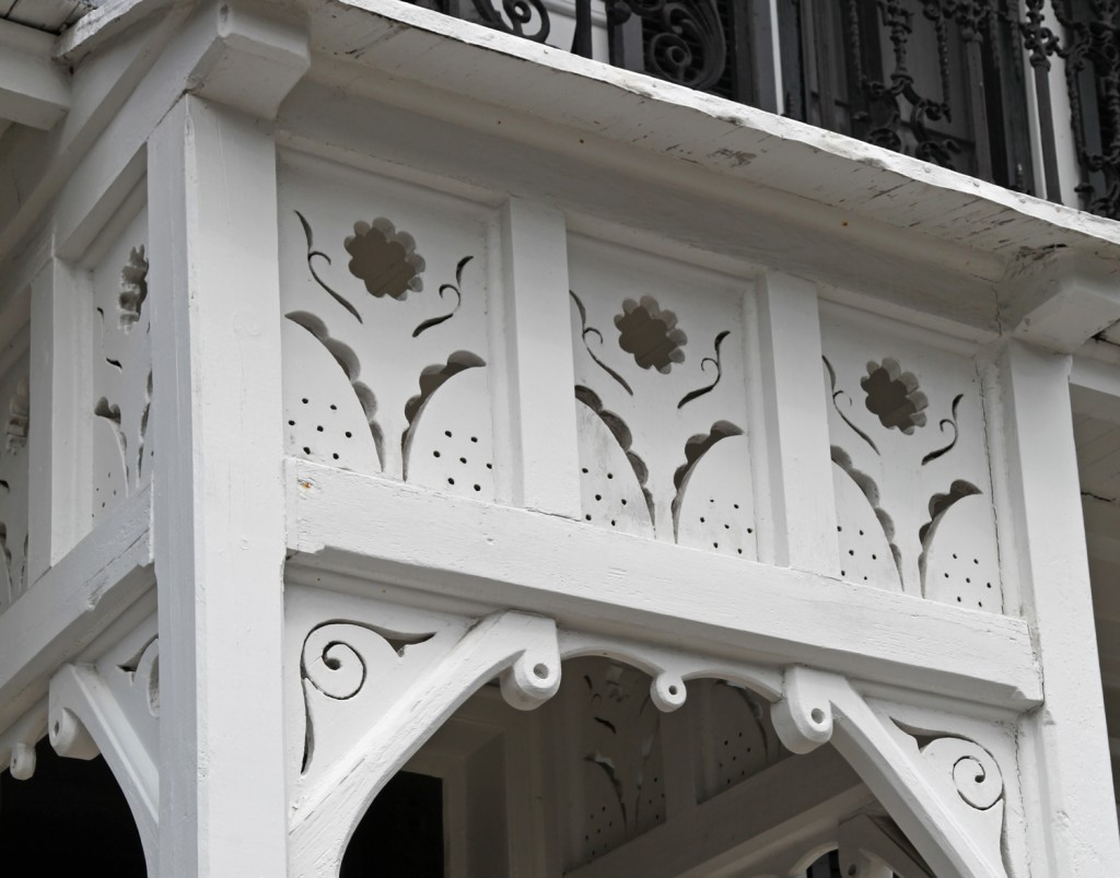 Architecture design stately kitsch for Architectural gingerbread trim
