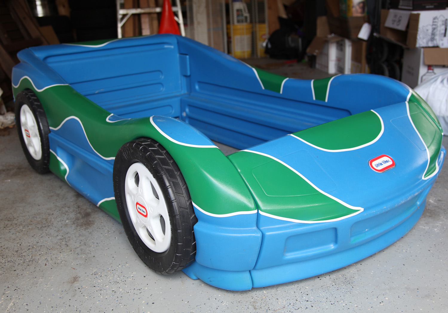 Hippie Car Bed w  Pin Striping. The Girl Wants A Car Bed  Part 1     Stately Kitsch